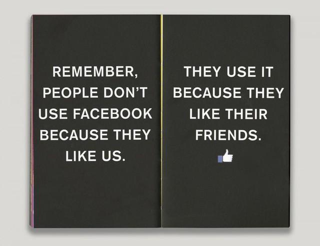 Bật mí về cuốn sách nhỏ màu đỏ trên bàn tất cả các nhân viên Facebook 9