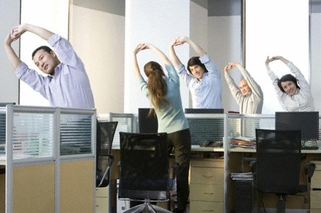 Bí quyết trị đau lưng cho dân văn phòng